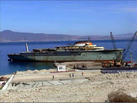 Aquarama aground in Aliaga, Turkey