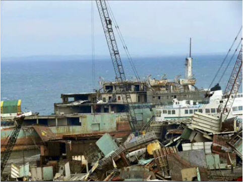 Aquarama being scrapped in Aliaga, Turkey